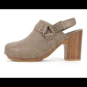 White Mountain 🏔 Taupe Sling Back Clogs Sz 10